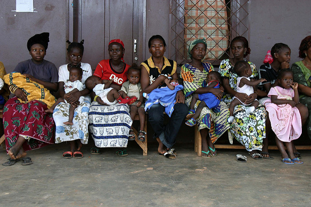 Mothers in Bangui, Central African Republic. Photo by Pierre Holtz for UNICEF, by Flickr. Creative Commons.